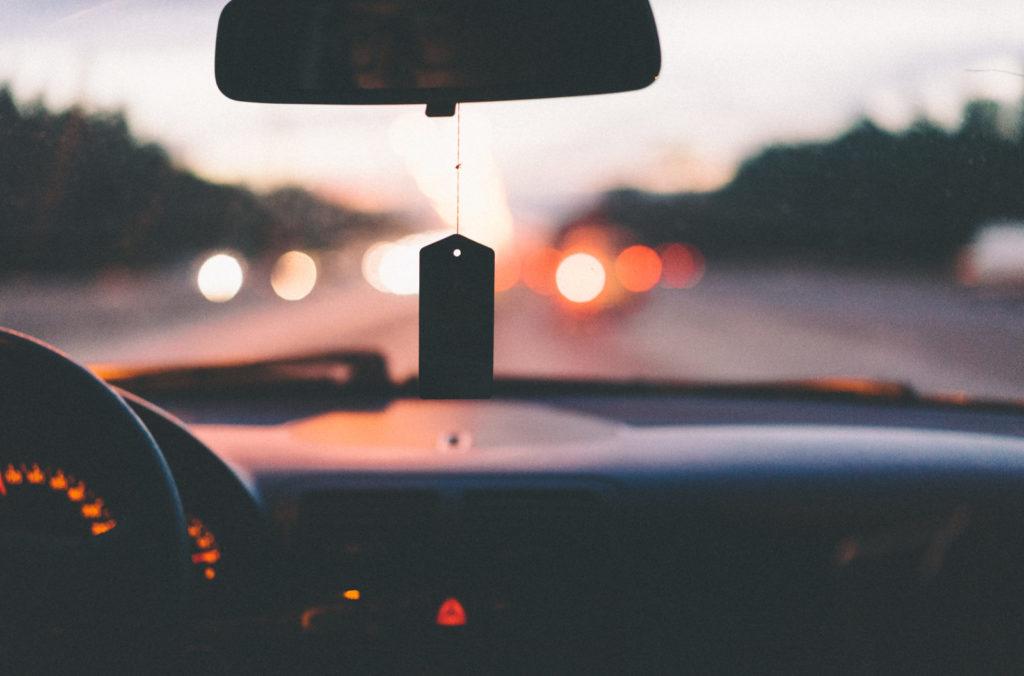 auto, přední sklo